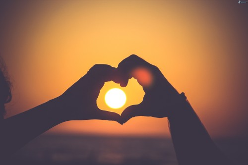 coeur-des-mains-soleil-258222.jpg